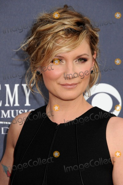 jennifer nettles tattoo. Jennifer Nettles of Sugarland