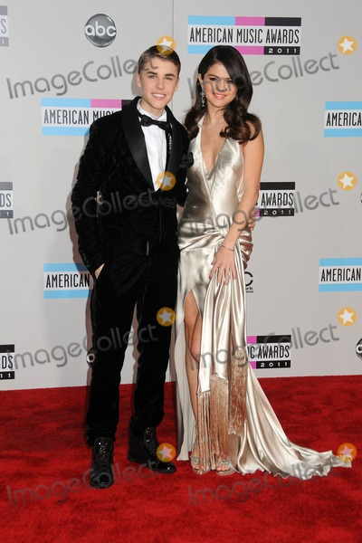 Photos From 2011 American Music Awards - Arrivals