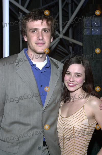 "Jason Segel Linda Cardellini Pictures From ""Sl..."