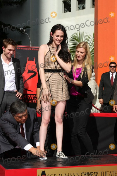 Photos From Handprint and Footprint Ceremony for the Twilight Saga Actors Pattinson, Stewart, and Lautner