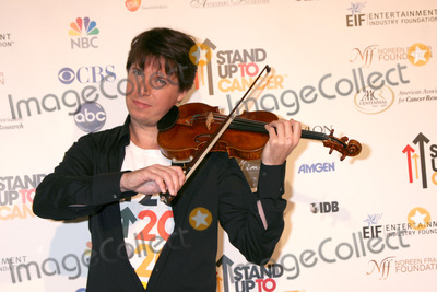 Joshua Bell Photo - The Women  Premiere