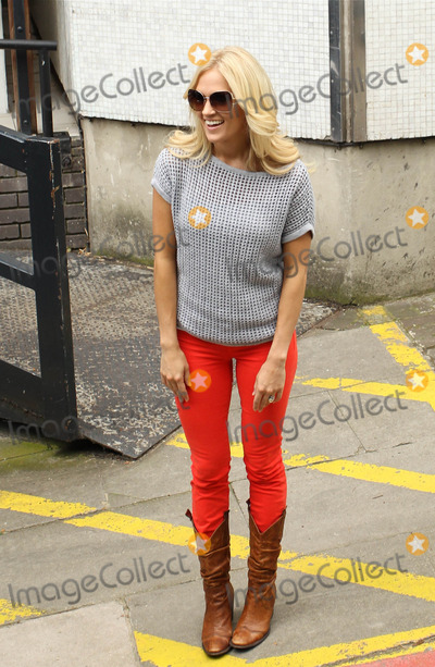 Carrie Underwood Photo - Carrie Underwood out and about
