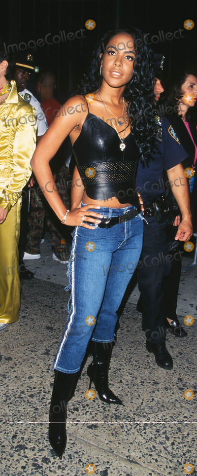 Aaliyah Photo - Photo by Peter KramerSTAR MAX Inc - copyright 20018101Aaliyah at MTV20 Live and Almost Legal(Hamerstein Ballroom NYC)