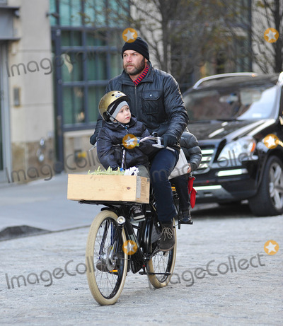 Liev Schreiber Photo - Liev Schreiber and sons sighting in NYC