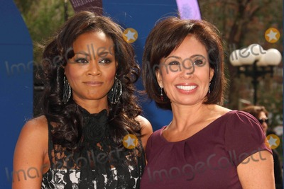 JEANINE PIRRO Photo - Robin Givens and Judge Jeanine Pirro Promoting Domestic Violence Awareness Month at Union Square in New York City on 10-08-2009 Photo by Henry Mcgee-Globe Photos Inc 2009