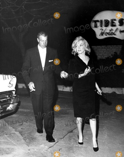 Marilyn Monroe,Joe DiMaggio Photos - Marilyn Monroe and Joe Dimaggio in St Pete Florida During the Filming of Some Like It Hot Globe Photos Inc Marilynmonroeobit