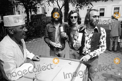 The Bee GEES Photo - The Bee Gees Barry Robin and Maurice Gibb PtGlobe Photos Inc Beegeesretro