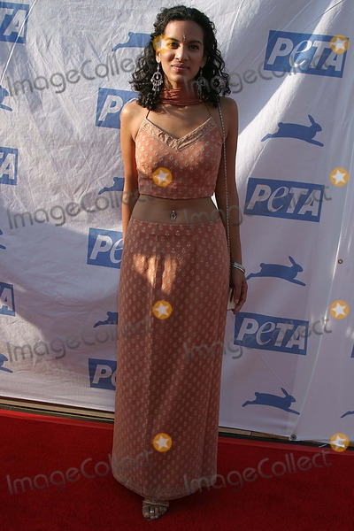 Anoushka Shankar Photo - Petas 25th Anniversary Gala and Humanitarian Awards Show Paramount Pictureshollywood CA 09-10-2005 Photo Clinton Hwallace-photomundo-Globe Photos Inc Anoushka Shankar