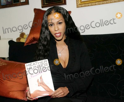 Heather Hunter Photo - Heather Hunter Signs Her New Novel  Insaitable  at Hue-man Bookstore  Cafe  New York City 08-10-2007 Photo by Barry Talesnick-ipol-Globe Photos Inc Heather Hunter