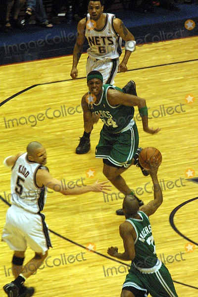 Kenny Anderson Photo - K25144JBB          SD0521NEW JERSEY NETS VERSUS THE BOSTON CELTICSEASTERN CONFERENCE FINALS GAME 2CONTINENETAL AIRLINES ARENAMEADOWLANDS NJCELTIC FASTBREAKJASON KIDD AND KENYON MARTIN DEFEND AGAINST KENNY ANDERSON AND PAUL PIERCEPHOTOJOHN BARRETTGLOBE PHOTOS INC  2002