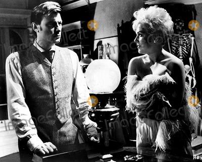Kim Novak,Laurence Harvey Photo - Archival Pictures - Globe Photos - 69575