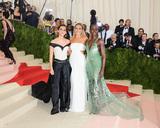 Lupita Nyongo Photo - 02 May 2016 - New York New York- Emma Watson Margot Robbie Lupita Nyongoo  Metropolitan Museum of Art Costume Institute Gala Manus x Machina Fashion in the Age of Technology Photo Credit Christopher SmithAdMedia