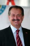 ANDREW LIVERIS Photo - CEO of Dow Chemical Company Andrew Liveris speaks during the opening ceremonies for the 2007 Blue Planet Run
