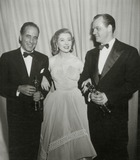 Karl Malden Photo - Humphrey Bogart Greer Garson Karl Malden Academy Awards 1952 Photo Nate CutlerGlobe Photos Inc