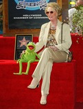 Kermit the Frog Photo - Kermit the Frog and Tippi Hedren - Kermit the Frog Honored with a Star on the Hollywood Walk of Fame in Hollywood CA - Photo by Fitzroy Barrett  Globe Photos Inc - 11-14-2002 - K27138fb (D)