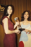 Karen Carpenter Photo - Emmylou Harris Karen Carpenter G5473l Supplied by Globe Photos Inc
