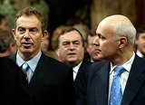 Ian Duncan Smith Photo - ALPHA 049703 13112002 LONDONPRIME MINISTER TONY BLAIR (LEFT) AND LEADER OF THE OPPOSITION IAN DUNCAN SMITH LEAVE THE HOUSE OF COMMONS FOR THE HOUSE OF LORDS TO HEAR THE QUEEN ELIZABETH IIS  SPEECH DURING THE STATE OPENING OF PARLIAMENT IN LONDONPHOTO BYALPHAGLOBE PHOTOS INC   2002A12373