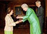 Joan Bakewell Photo - No UK Rights Until 030606Photo Must Be Credited Alpha  Globe Photos061512 030506Queen Elizabeth II presents the Help The Aged Living Legend Media award to broadcaster presenter and journalist Joan Bakewell during a ceremony at Windsor Castle while Michael Parkinson (right) was also present as compere A18619