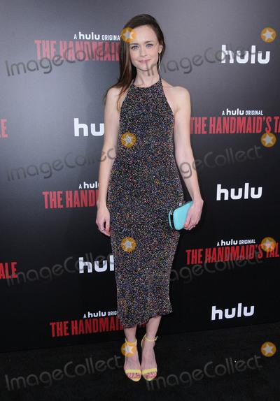 Photo - Hulus The Handmaids Tale Premiere - Los Angeles