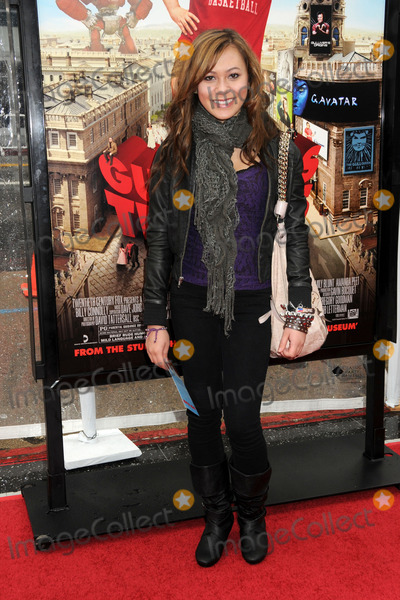Amber Lily Photo - 18 December 2010 - Hollywood California - Amber Lily Gullivers Travels Los Angeles Premiere held at Graumans Chinese Theatre Photo Byron PurvisAdMedia