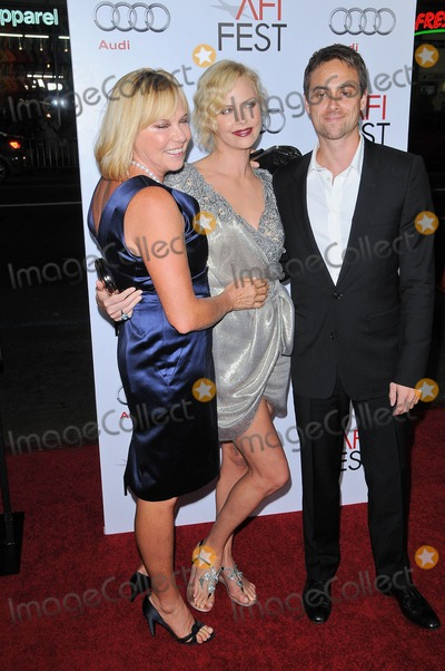 Stuart Townsend Photo - Gerda Theron Charlize Theron and Stuart Townsend at the AFI Fest Screening of The Road Chinese Theater Hollywood CA 11-04-09