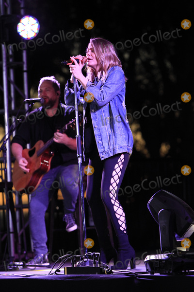 Photos From performs at the LeAnn Rimes concert