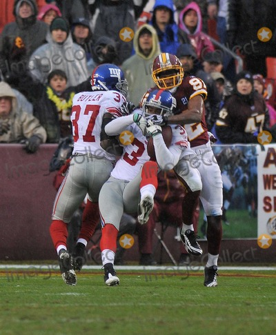 Aaron Ross Photo - RESTRICTED NO NEW YORK OR NEW JERSEY NEWSPAPERS WITHIN A 75 MILE RADIUS OF NYCLandover MD - November 30 2008 -- New York Giants cornerback Aaron Ross (31) intercepts a Jason Campbell pass on the Giants 5 yard line in third quarter action against the Washington Redskins at FedEx FieldPhoto by Ron Sachs-CNP-PHOTOlinknet
