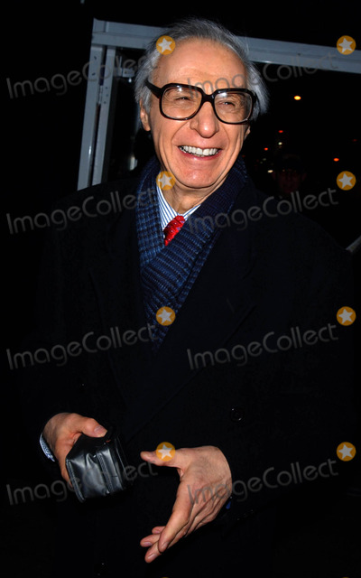 Amazing Kreskin Photo - Photo by Walter Weissmanstarmaxinccom20062806The Amazing Kreskin at the Fall 2006 Collections during Fashion Week(NYC)