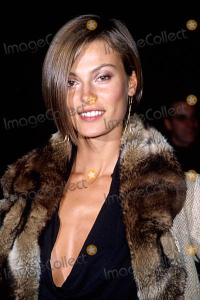 Aurelie Claudel Photo - Sd1113 Victorias Secret Fashion Show 2001 Returns to New York City Aurelie Claudel Photo Byhenry McgeeGlobe Photosinc