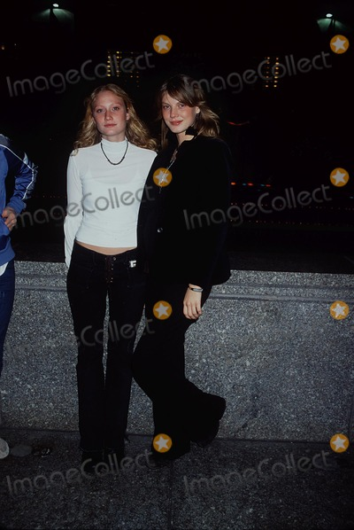 Photo - Archival Pictures - Henrymcgee - 192419