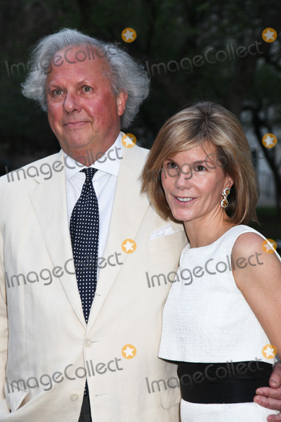 Anna Scott Photo - NEW YORK - APRIL 17 Vanity Fair Editor-In-Chief Graydon Carter and Anna Scott Carter attend the Vanity Fair Party during the Tribeca Film Festival April 17 2012 in New York