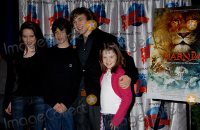Skandar Keynes Photo - Anna Popplewell Skandar Keynes William Moseley and Georgie Henly at the cast appearance of Disney Pictures new film The Chonicles of Narnia held at Planet Hollywood