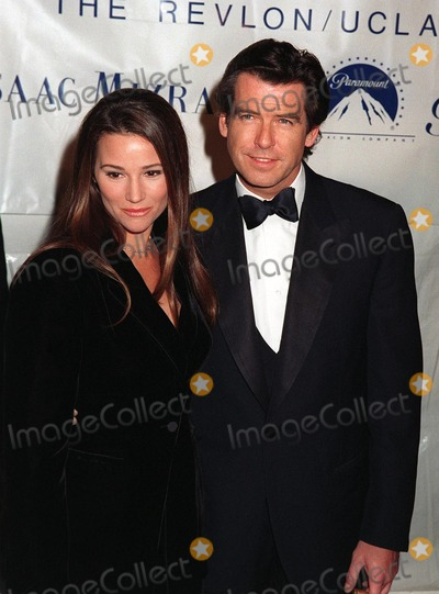 Keeley Shaye Smith Photo - 03DEC97  Bond star PIERCE BROSNAN  girlfriend KEELEY SHAYE SMITH at the Fire  Ice Ball at Paramount Studios Hollywood to benefit the RevlonUCLA Womens Cancer Research Program