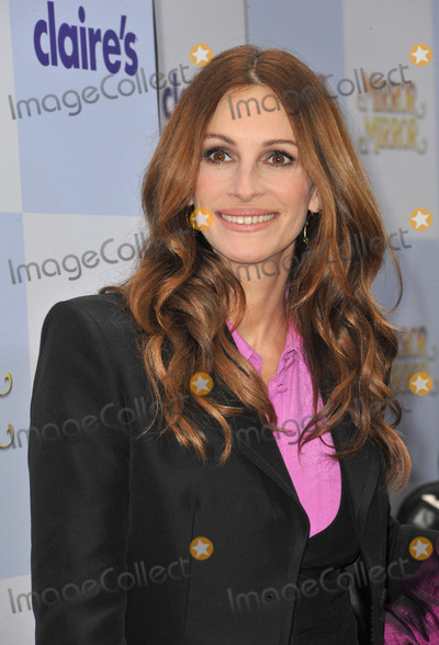 Photo - Julia Roberts at the world premiere of her new movie Mirror Mirror at Graumans Chinese Theatre HollywoodMarch 17 2012  Los Angeles CAPicture Paul Smith  Featureflash