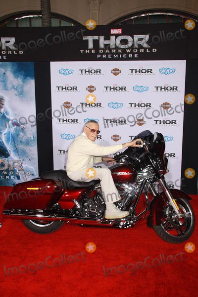 Photo - Thor The Dark World Premiere Arrival 02