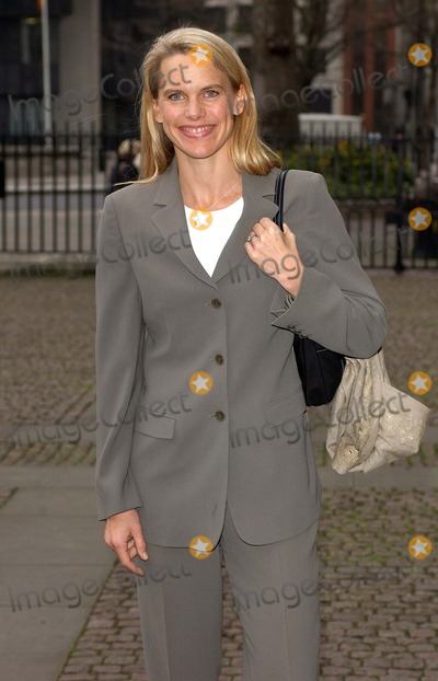 Anna Walker Photo - London Anna Walker at the Womans Own Children of Courage Awards at Westminster Abbey15 December 2004Eric BestLandmark Media