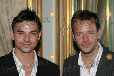 Andy Scott-Lee Photo - London Andy Scott Lee and James Fox  at the Share a Cuppa to help promote a charity to help raise funds for hospices in the UK The event called Tea at 3 was sponsored by Tetley Tea who help supply a drink always associated with the British    18th June 2004 PICTURES BY PAOLO PIREZ