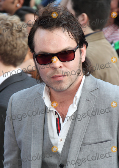 Gaz Coombes Photo - London UK  Gaz Coombes    at  theWorld Premiere of  The Worlds End  at the Empire Leicester Square London  10th July 2013LMK73-44628-110713     Keith MayhewLandmark Media  WWWLMKMEDIACOM