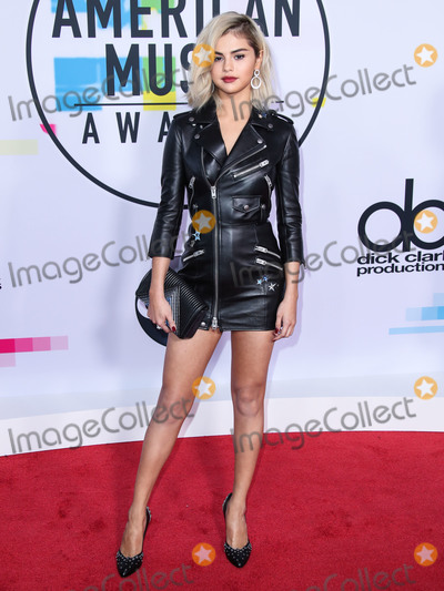 Roberto Coin Photo - (FILE) Selena Gomez Makes Big Donation to Cedars-Sinai Amid Coronavirus COVID-19 Pandemic Health Crisis Selena Gomez is making a major donation to Cedars-Sinai LOS ANGELES CALIFORNIA USA - NOVEMBER 19 Singer Selena Gomez wearing Coach with Roberto Coin jewelry arrives at the 2017 American Music Awards held at the Microsoft Theatre LA Live on November 19 2017 in Los Angeles California United States (Photo by Xavier CollinImage Press Agency)