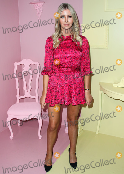 Alice  Olivia Photo - MANHATTAN NEW YORK CITY NEW YORK USA - SEPTEMBER 09 Sophia Hutchins arrives at alice  olivia By Stacey Bendet during New York Fashion Week The Shows held at ROOT Studios on September 9 2019 in Manhattan New York City New York United States (Photo by Xavier CollinImage Press Agency)