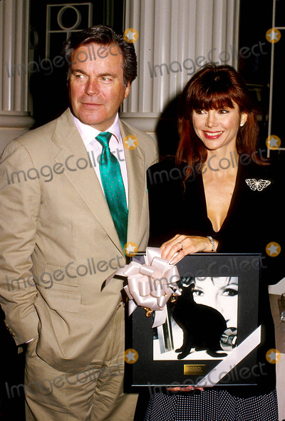 Victoria Principal,Robert Wagner Photo - Archival Pictures - Globe Photos - 47523
