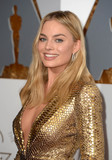 Margot Robbie Photo - Photo by PDstarmaxinccomSTAR MAXCopyright 2016ALL RIGHTS RESERVEDTelephoneFax (212) 995-119622816Margot Robbie at the 88th Annual Academy Awards (Oscars)(Hollywood CA USA)
