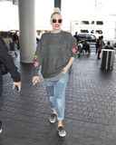 Gwen Stefani Photo - Photo by SMXRFstarmaxinccomSTAR MAX2017ALL RIGHTS RESERVEDTelephoneFax (212) 995-1196112817Gwen Stefani is seen at LAX Airport in Los Angeles CA