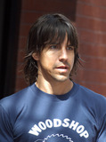 ANTHONY KEIDIS Photo - Red Hot Chilli Peppers front man Anthony Keidis leaves his hotel in New York September 10 2003