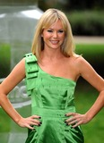 Amanda Holden Photo - Amanda Holden Kenco Eco Refill Waste Less Challenge Launch-photocall-russell Square Gardens London United Kingdom 10-05-2009 Photo by Mark Chilton-richfoto-Globe Photos Inc