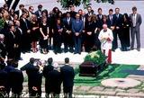 Jackie Onassis Photo - Jacqueline Kennedy Onassis Burial Arlington Cementary Photojames Colburn  Ipol  Globe Photos Inc Jacquelinekenndeyonassisretro