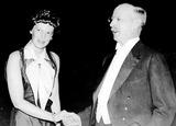Amelia Earhart Photo - Amelia Earhart and Gilbert Grosvenor 1932 Globe Photos Inc Obit