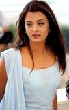 Aishwarya Ray Photo - Sd06 Cannes Film Festival 2002 Aishwarya Rai Photo Byroger HarveyGlobe Photos Inc