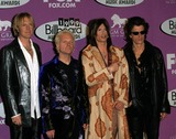 Aerosmith Photo - Aerosmith 1999 Billboard Music Awards Mgm Grand Hotel Las Vegas NV photo by Fitzroy Barrett-globe Photos Inc